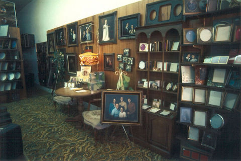 lee-of-auburn-picture-frames.jpg